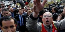 Emmanuel Macron a eu droit mercredi à un accueil houleux, entre quelques sifflets et des Marine présidente, sur le site Whirlpool d'Amiens, où sa concurrente Marine Le Pen s'était rendue dans la matinée, ont constaté des journalistes de l'AFP.