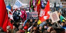 Alors que le secrétaire général de la CGT, Philippe Martinez, rappelait que le mot d'ordre de la CGT est pas une voix pour Marine Le Pen, des organisations CGT, FSU et SUD, réunies au sein du collectif Front social, défilaient avec un slogan distinct: Peste ou choléra, on n'en veut pas.