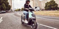 Côté prix, la formule choisie tient plus du Vélib' que de Cityscoot. La location des scooters fonctionnera en effet au forfait: quatre euros pour la première demi-heure, puis un euro sera facturé par tranche de 10 minutes supplémentaires, le tout sans abonnement.