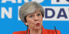 Theresa May s'exprime à Wrexham, au Pays de Galles, lundi 22 mai.