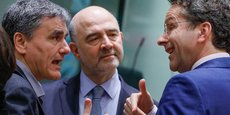Le ministre des Finances grecques Euclid Tsakalotos, le commissaire européen Pierre Moscovici et le président de l'Eurogroupe Jeroen Dijsselbloem, le 16 mai à Bruxelles.