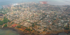 Avec ses quelques trois millions d'habitant, Conakry est la plus grande ville de Guinée.