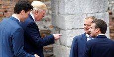 Le président Emmanuel Macron plaide pour une Europe protectrice, quand le président du Conseil européen, Donald Tusk se dit inquiet de la perte du sens de l'intérêt commun entre les deux côtés de l'Atlantique. Le président de la Commission Jean-Claude Juncker appelle, lui, à plus de justice. (Photo : les présidents Trudeau (Canada), Trump (Etats-Unis), Macron (France) avec Donald Tusk, président du Conseil européen, au G7 de Taormina, le 26 mai)