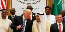 Donald Trump en compagnie des rois d'Arabie saoudite, et de Jordainie, ainsi que du prince d'Abu Dhabi, lors du sommet arabo-islamique - américain, à Riyadh, le 21 mai 2017.