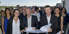 Jacques Rassat, président de l'Association Ifria France, et Serge Hincker, président du Réseau des Ifria de France, signent la convention qui doit permettre entre autres de favoriser l'emploi et la formation dans l'industrie alimentaire.