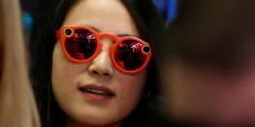 Vendues 149,90 euros, les Spectacles sont disponibles à le vente en ligne, mais également via des Snapbots, des distributeurs dispatchés dans Paris.