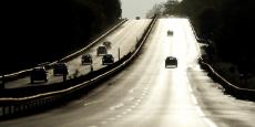 D'après la Cour des comptes, en 2016, les résultats de la mortalité routière ont été confirmés à la hausse pour la troisième année consécutive avec près de 3.500 tués sur les routes françaises en métropole (+ 2,3 %).