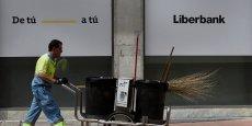 Créée en 2011, après la crise financière, Liberbank est issue de la fusion des Caisses d'Asturie, de Cantabrie, de Castille-La Manche et d'Estrémadure.  Son Pdg dénonce des attaques spéculatives alors que les ratios de solvabilité de la banque sont supérieurs aux exigences réglementaires.