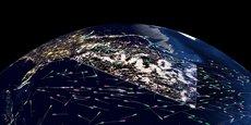 En calculant en temps réel les courants marins de surface à partir des données de géolocalisation AIS (Automatic Identification System) transmises par les navires (100.000 points de mesure environ), sa solution technologique vient compléter les moyens conventionnels comme l'altimétrie spatiale. Les navires se caractérisent par des traits de lumière et fournissent un instantané unique de la dynamique des océans.