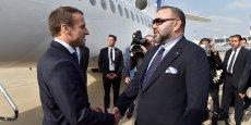 Le roi Mohammed VI du Maroc accueillant le président français Emmanuel Macron à son arrivée à Rabat, le 14 juin 2017.