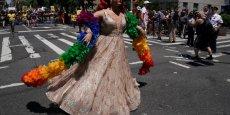 PRIDE: DÉFILÉ POLITIQUE À NEW YORK, FESTIF À SAN FRANCISCO
