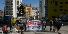 Une vingtaine de militants est partie mardi de Saint-Etienne à la rencontre des populations concernées par le tracé de l'A45.