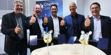Brian Holz, co-CEO de OneWeb Satellites, Nicolas Chamussy, dirigeant d'Airbus Space System, Dirk Hoke, président d'Airbus Defence and Space, Tom Enders, président d'Airbus et Eric Beranger, co-CEO de OneWeb Satellites