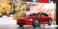 La production du Model 3 de Tesla vient de débuter, plusieurs semaines en avance sur le programme dévoilé il y a quelques mois. Elon Musk a annoncé dans un tweet ce dimanche que les premiers modèles seraient livrés dès le 28 juillet.