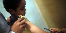 Un enfant souffrant de diabète est pris en charge dans un hôpital du Caire, en août 2014.
