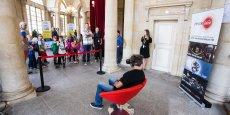 Le 8 juin dernier, dans l'après-midi, des étudiants, des artistes, des habitués des lieux, soit une cinquantaine de personnes, ont pu s'immerger dans une version virtuelle en 3D de l'Opéra.