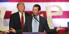 Donald Trump Junior et son père lors d'une réunion de campagne en Louisiane en mars 2016.