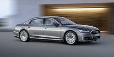 La nouvelle Audi A8 mesure 5,17 m soit 3,5 cm de plus que la génération précédente.  Elle se situe dans une fourchette de prix qui démarre à 100.000 euros... hors options et avec le premier niveau de finition !