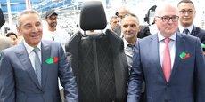 Le ministre marocain de l'Industrie, de l'investissement, du commerce et de l'économie Numérique, Moulay Hafid Elalamy, en compagnie du directeur général de Faurecia, Patrick Koller, lors de l'inauguration de la nouvelle usine Faurecia ce jeudi 13 juillet à Salé.