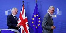 Nous avons pris un bon départ le mois dernier, mais nous entrons maintenant dans le vif du sujet, a déclaré David Davis (à gauche), lundi à Bruxelles.