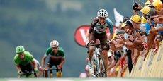 Romain Bardet, le leader d'AG2R La Mondiale (à droite), a emporté, jeudi dernier, la 12ème étape du Tour de France.