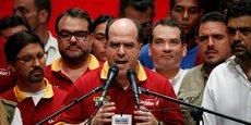 A Caracas, lundi 17 juillet, Julio Borges, président de l'Assemblée nationale du Venezuela et chef de l'opposition au chaviste Nicolas Maduro, s'adresse aux médias après le plébiscite symbolique remporté dimanche soir (7,1 millions de Vénézuéliens ont voté à 93% contre le projet de récrire la constitution mené par l'actuel président) et appelle à lancer l'offensive finale par une grève générale de 24 heures jeudi 20 juillet.