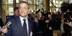 Selon le Canard enchaîné, les enquêteurs se demandent si François Léotard n'a pas cherché à se constituer un trésor de guerre en vue de la présidentielle de 2002 dans la vente de sous-marins au Pakistan en 1994.