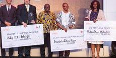 Les trois gagnants lors de la remise symbolique de leurs prix