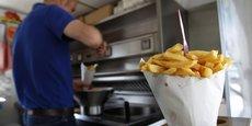 Les consommateurs sont exposés à l'acrylamide dans les aliments produits de manière industrielle comme les chips, le pain, les biscuits et le café.