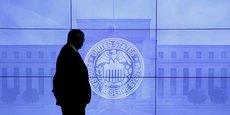 La Réserve fédérale juge que les risques à court terme sur les perspectives économiques restent à peu près équilibrés et que l'évolution de l'inflation est suivie attentivement.