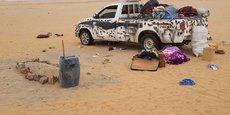 Le désert nigérien par où transitent chaque semaine des milliers de migrants en route pour l'Europe est devenu « un cimetière à ciel ouvert ». Ici un pickup transportant une dizaine de migrants qui ont perdu la vie en début de ce mois de juillet 2017,  abandonnés par leurs passeurs.