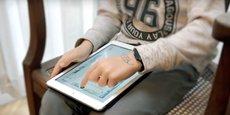 Sur leur tablette, les lecteurs qui connaissent des troubles dys peuvent adapter le texte à leurs besoins et se servir de plusieurs outils.
