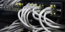 Comme en architecture du bâtiment, l'informatique peut connaître des défauts de construction. Telle une fissure dans un mur qui le fragilise, et dont un coup de burin bien placé suffit à le faire tomber, le hacker malveillant n'a qu'à chercher les failles et taper dedans. Dans le Top 10 des failles de sécurité figurent le Cross-Site Scripting (XSS, en abrégé) et l'injection SQL (SQLi), qui représentent plus de la moitié des attaques.