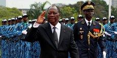 Le président ivoirien Alassane Ouattra aux côtés du chef d'état-major des armées, le général Sekou Toure, lors du défilé militaire organisé le 7 août à Abidjan, en commémoration du 57e anniversaire de indépendance de la Cote d'Ivoire.