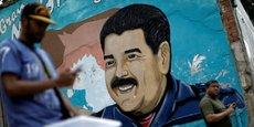 Lors de sa première apparition devant l'Assemblée constituante, Nicolas Maduro, le président vénézuélien a proclamé cette dernière comme la plus haute instance du pays. Les craintes exprimées par l'opposition et les observateurs internationaux de dérive totalitaire ont d'ailleurs été confirmées dès la première session de travail de l'assemblée avec le limogeage de Luisa Ortega, la procureure générale du pays et principale opposante à Maduro dans les sphères du pouvoir.