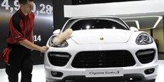Le mois dernier, le ministère allemand des Transports a ordonné le rappel d'environ 22.000 Porsche Cayenne et Macan diesel après la découverte d'un système permettant de minimiser le niveau de leurs émissions polluantes.