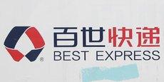 Le logo de la société chinoise de logistique Best Inc est vu en dehors d'un centre d'approvisionnement local à Pékin, en Chine.