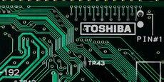Bain a indiqué la semaine dernière dans un communiqué que son consortium avait notamment pour membres Dell, Apple, le fabricant de mémoires Kingston Technology et la société de stockage de données Seagate Technology, qui injecteront des fonds en signe d'un large soutien du secteur pour un Toshiba indépendant.