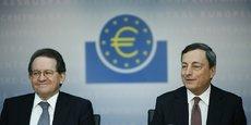 Les mesures non conventionnelles feront partie de notre boîte à outils pendant encore un bon moment, a affirmé mardi le vice-président de la BCE, Vitor Constancio (à gauche sur la photo).