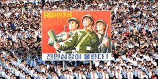 Des milliers de nord-coréens se sont réunis à Pyongyang mercredi 9 août 2017 pour une manifestation de soutien au gouvernement (photo transmise le 10 août 2017 par l'agence de presse officielle nord-coréenne KCNA).
