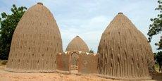 Des cases obus construites par la tribu des Mousgoum dans les villages de Pouss et de Mourla, dans l'extrême nord du Cameroun.