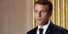 Selon la dernière vague du baromètre BVA-La Tribune-Orange, avec 45% d'opinions positives, Emmanuel Macron a interrompu la chute de sa cote de popularité. Mais le président apparaît comme de plus en plus clivant: si les retraités et les milieux aisés le soutiennent, il perd du terrain chez les actifs et les milieux populaires.