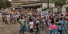 Depuis fin 2017, les régions anglophones du nord-ouest et du sud-ouest du Cameroun n'ont cessé de connaître une situation sécuritaire de plus en plus instable. D'après le ministère français des Affaires étrangères, plusieurs enlèvements d'officiels et de civils ont eu lieu dans ces mêmes régions.