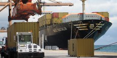 L'un des quais de Port-Louis du temps où il n'était qu'un terminal à conteneurs (2007). Dix ans plus tard, il a été agrandi de 800 mètres et peut être désormais considéré comme un véritable port à conteneurs.