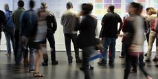 Selon l'OFCE et COE Rexecode, le taux de chômage devrait passer de 9,2% à la mi 2017 à 8,9% fin 2018. Les deux organismes tablent sur une croissance assez solide mais COE Rexecode estime que pour booster la croissance il faut absolument améliorer la compétitivité-coût des entreprises françaises, via une baisse des impôts de production.