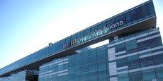 France Télévisions, qui employait en 2015 environ 9.750 équivalents temps plein, est engagé dans un plan de suppression de 500 postes d'ici à 2020 par le non remplacement d'un départ en retraite sur deux.