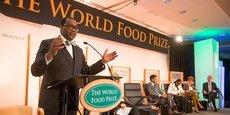 Lauréat 2017 du Prix mondial de l'alimentation, Akinwumi Adesina s'est engagé à investir les 250 000 dollars reçus dans un fonds pour les jeunes agriculteurs et les agripreneurs africains.