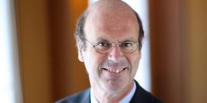 Agé de 59 ans, Eric Lombard n'a pas fait l'ENA mais HEC. Il a été conseiller au cabinet de Michel Sapin en 1991-1993 et a travaillé chez BNP Paribas puis Generali.