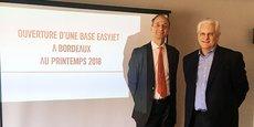 Pascal Personne, directeur de l'aéroport de Bordeaux, à gauche, au côté de Paul Baccheta, directeur général France d'Easyjet .