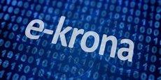 La banque centrale suédoise, la Riksbank, étudie sérieusement le lancement d'une e-couronne, une couronne numérique, une monnaie digitale légale. Il y a des risques pour la stabilité financière et la politique monétaire selon un rapport de la Banque des règlements internationaux (BRI).